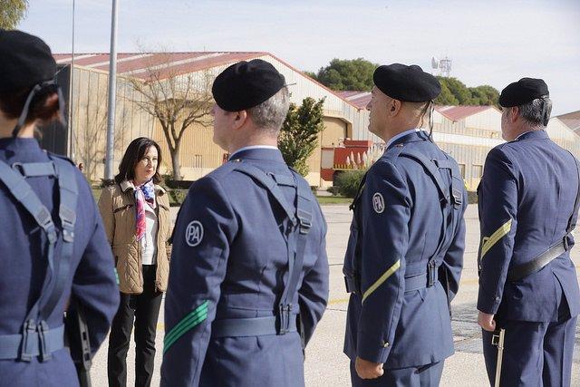 La ministra de Defensa, Margarita Robles, en una visita a la base dels Plans