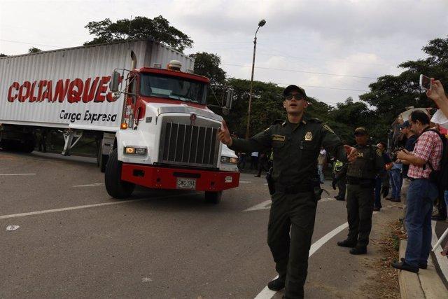 Camiones con ayuda para Venezuela en Cúcuta (Colombia)