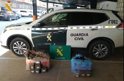 La Guardia Civil halla 67 kilos de hachís abandonados en la A-4 a su paso por Tembleque