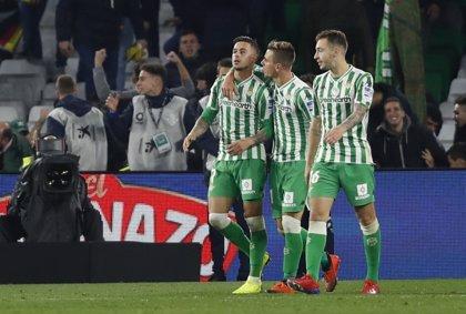 Betis y Valencia aparcan la Copa para asentarse en Liga y el Sevilla busca refrendar la cuarta plaza