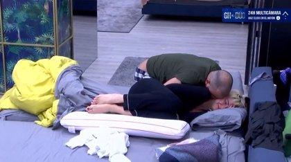 GH Dúo: María Jesús y Antonio Tejado se esconden para besarse apasionadamente