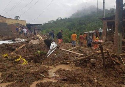 Tres muertos y, al menos, mil damnificados por los violentos deslizamientos de tierra en Perú