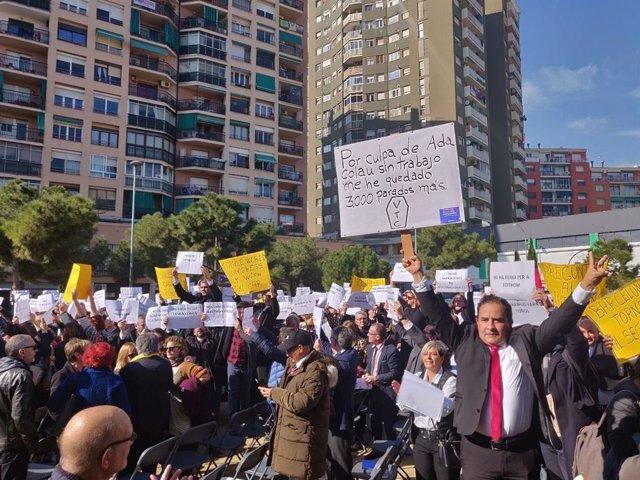 Uns 100 treballadors de VTC irrompen en l'acte d'ERC, Bildu i BNG en Barcelon