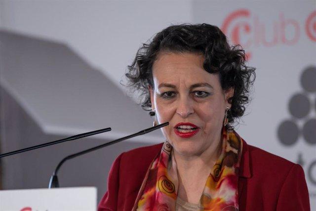 Magdalena Valerio participa en un almuerzo colóquio en Sevilla
