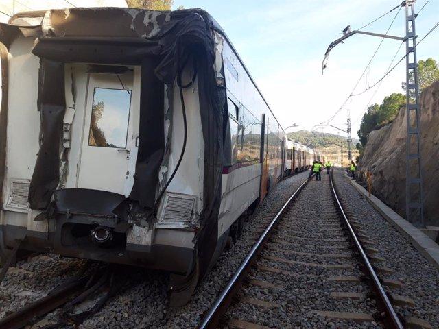 La retirada de l'els trens després de l'accident ferroviari a Castellgalí