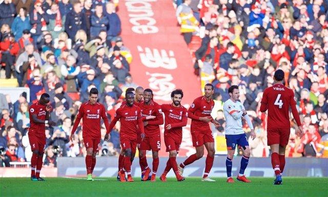 Los futbolistas del Liverpool celebran un gol