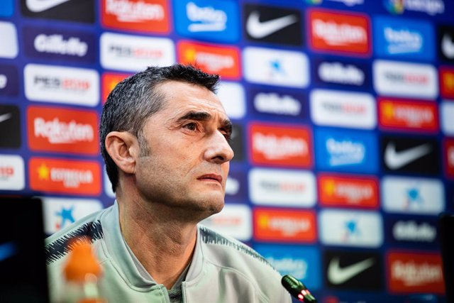 Soccer: Ernesto Valverde of FC Barcelona press conference