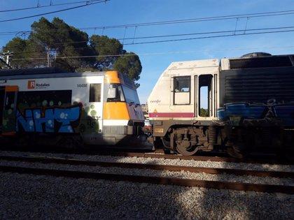 Continuen els treballs de retirada del tren per l'accident a Castellgalí (Barcelona)