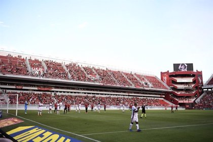 Independent deté el seu partit de la lliga argentina per retre homenatge a Emiliano Sala