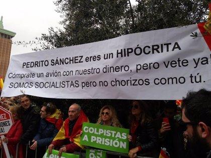 """""""Puigdemont, a presó"""" i """"Fora l'okupa"""", càntics dels assistents a la protesta"""