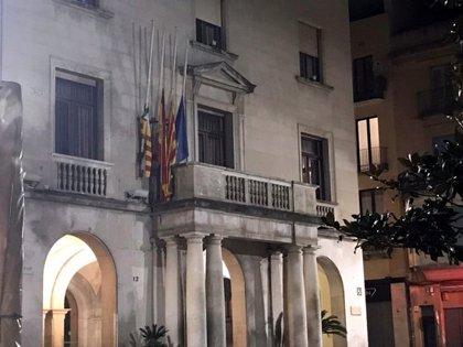 """Despengen la pancarta en favor dels """"presos polítics"""" de l'Ajuntament de Figueres"""