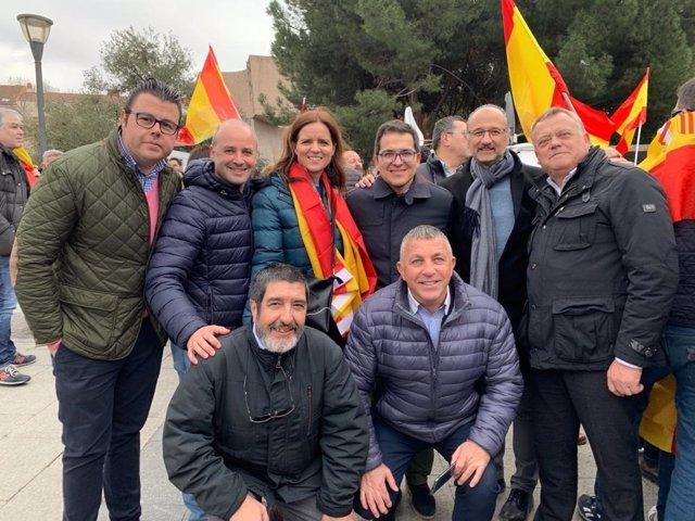 Miembros de Ciudadanos de Castilla y León en la manifestación 'Por España, ¡Elec