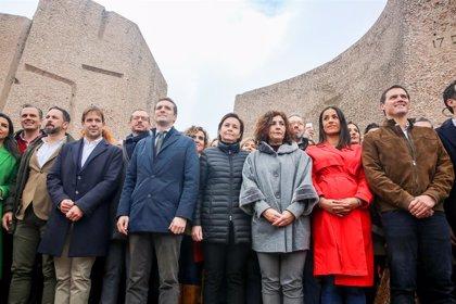 """Milers de persones exigeixen eleccions per la """"traïció"""" de Sánchez amb els independentistes catalans"""