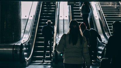 Colapsa una escalera mecánica en la estación de metro de Tacubaya (México) y se desata el caos