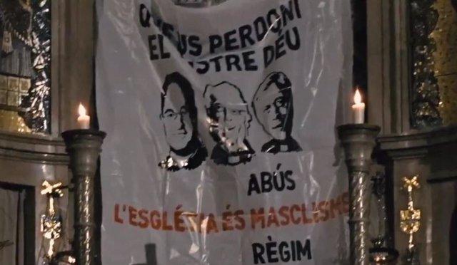 La pancarta desplegada por Arran en el Monasterio de Montserrat