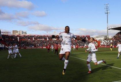 El Albacete sigue líder y el Dépor vence en Granada