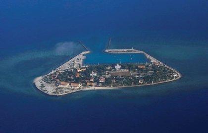 """Dos destructors dels EUA naveguen en una zona disputada del mar de la Xina Meridional """"per desafiar"""" Pequín"""