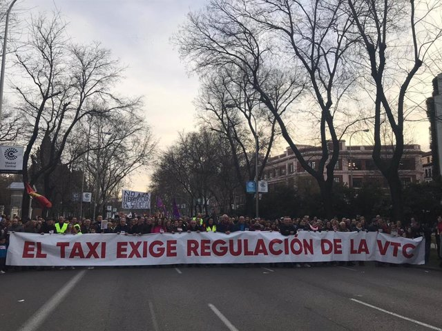 Taxistas vuelven a manifestarse para exigir una regulación de la VTC y defender