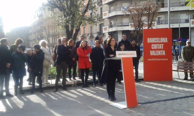Roda de premsa d'Ada Colau amb els membres de la seva llista
