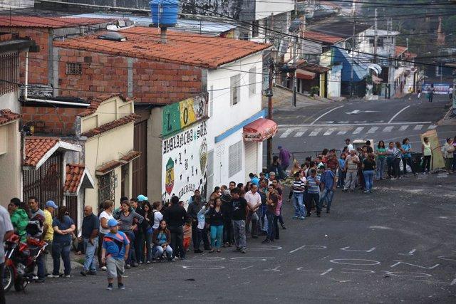 Colas en supermercados en Venezuela