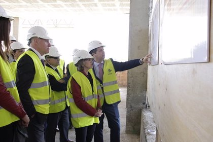 Carcedo visita las obras del hospital de Melilla paralizadas hace seis años y que estará en la segunda mitad de 2022