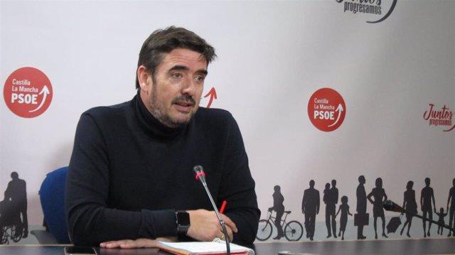 El presidente del Grupo Parlamentario Socialista, Rafa Esteban, en rueda de pren