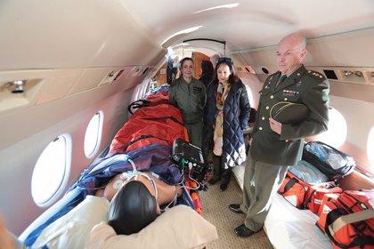 Robles visita la unidad médica militar preparada para evacuaciones desde cualquier lugar del mundo