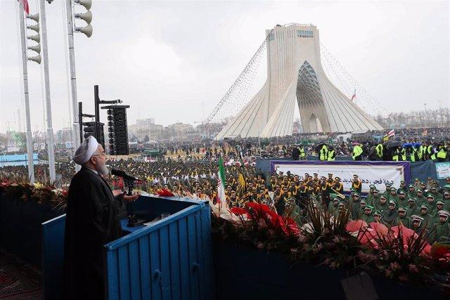 Rohani en el acto del cuadragésimo aniversario de la Revolución Islámica en Tehe