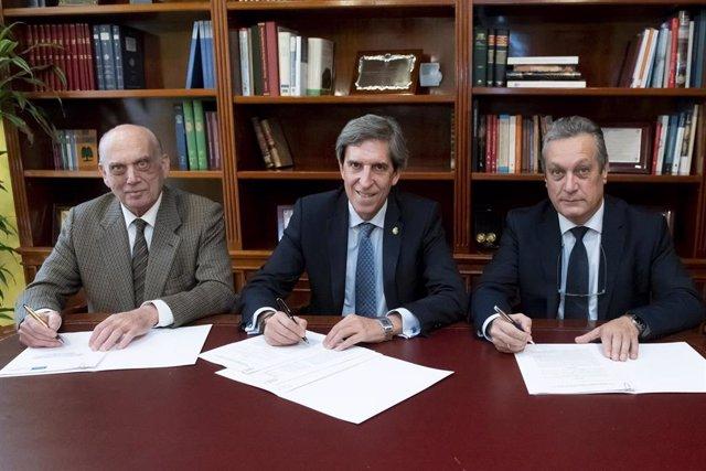 Firma del acuerdo entre el Colegio de Médicos madrileño y Mutual Médica.