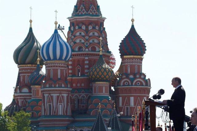 Vladimir Putin habla en la Plaza Roja
