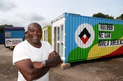 Así son por dentro los contenedores de transporte que se están transformando en casa para personas sin hogar