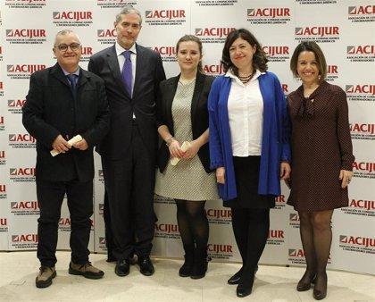 Los periodistas a los que les incautaron los móviles recogen el premio 'Vete a hacer Puñetas' dedicado al juez Florit