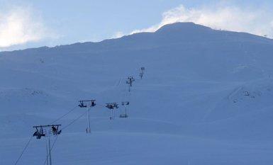 Espot portarà els esquiadors a les pistes amb màquines trepitjaneu a partir de dijous (CETURSA/TWITTER)