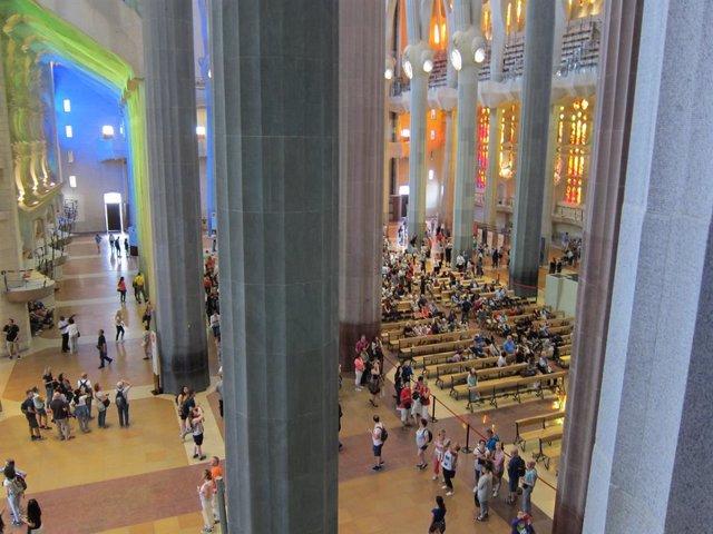 Interior de la basílica de la Sagrada Família (arxiu)