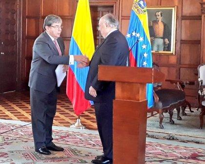 """El """"embajador"""" de Guaidó en Colombia entrega sus cartas credenciales en Bogotá"""