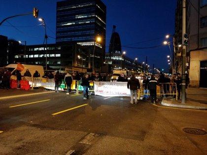 Els CDR tallen la Gran Via a l'altura de Glòries en protesta per l'inici del judici sobre l'1-O