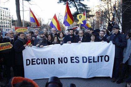 La Policía identifica a una persona que sacó una bandera de España al llegar Torra a una concentración de la ANC