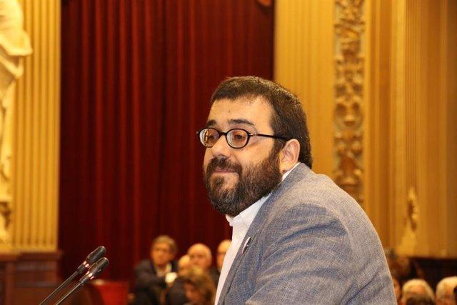 El conseller Vidal durant el debat