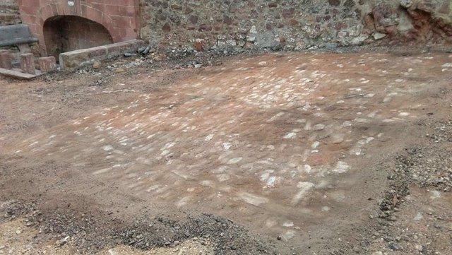 Descubren antiguo empedrado de Vilafamés