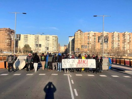 ACTUALIZACIÓ:Els CDR de Lleida bloquegen les entrades al Rectorat de la UdL i tallen el pont de la Universitat