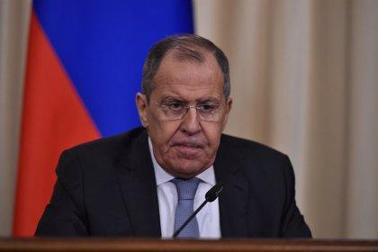 """Lavrov acusa a EEUU de """"camuflar"""" la intervención militar en Venezuela"""