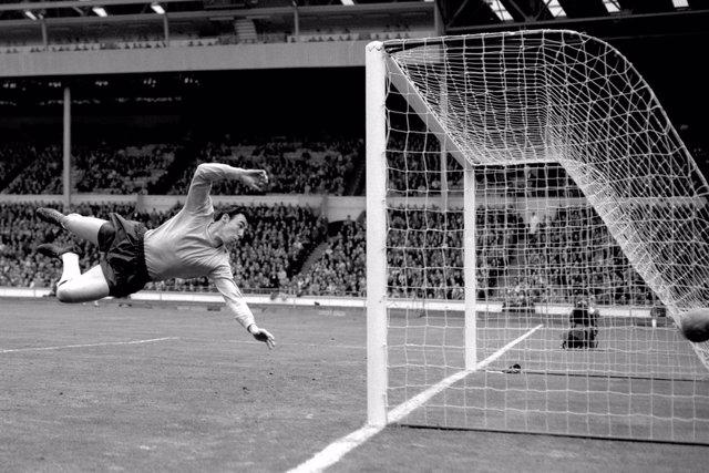 England World Cup winning goalkeeper Gordon Banks dies aged 81