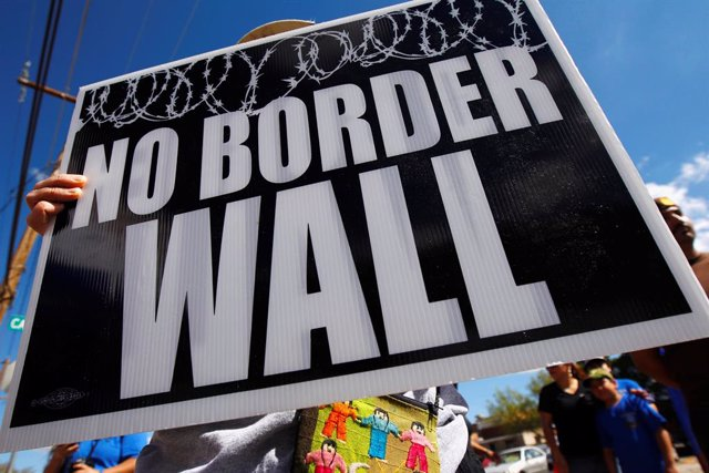 Protesta contra el muro en la frontera entre México y Estados Unidos