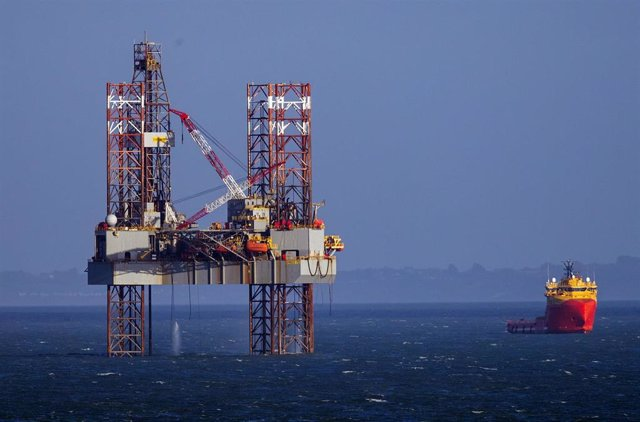 Poole Bay drilling rig in England