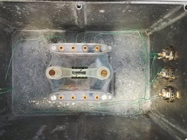 Montaje del chip de silicio empleado dentro de la caja que será introducida en e
