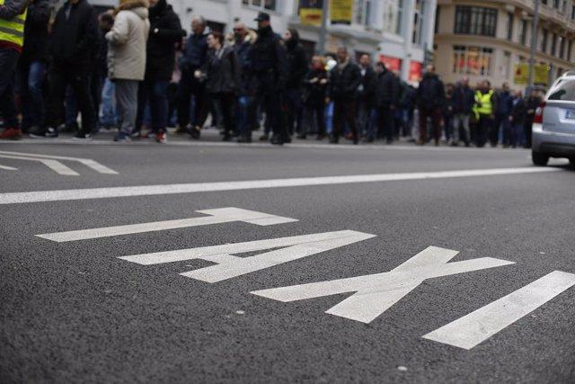 Concentración de taxistas en la Gran Vía de Madrid