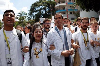 La oposición venezolana liderada por Guaidó marcha hoy para exigir la entrada de ayuda humanitaria en Venezuela
