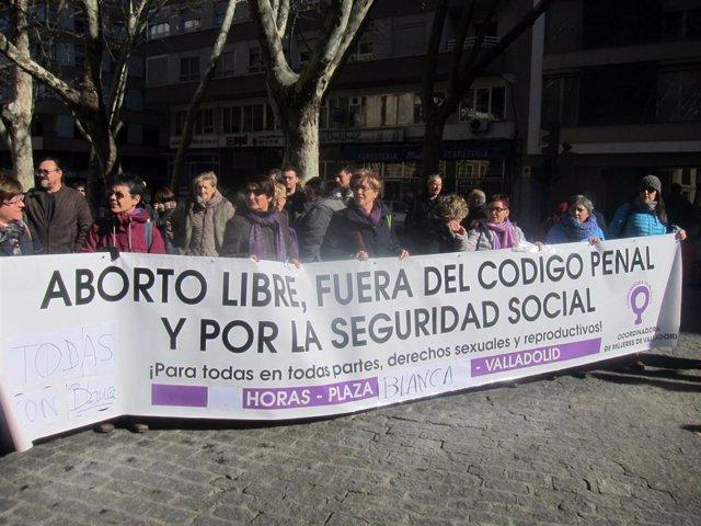 Concentración en apoyo de la activista asturiana demanda.