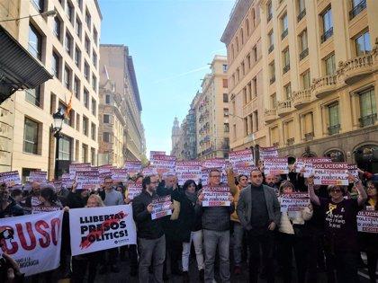 Uns 200 membres de CCOO de Catalunya tallen la Via Laietana de Barcelona