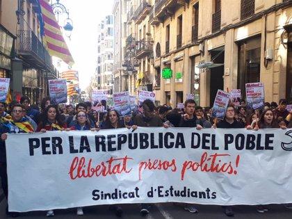 """Uns 200 estudiants es manifesten a Barcelona contra el """"judici farsa"""""""